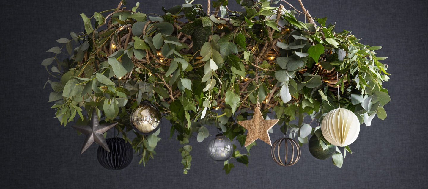 AW20 Christmas Hanging Wreath with Baubles.jpg