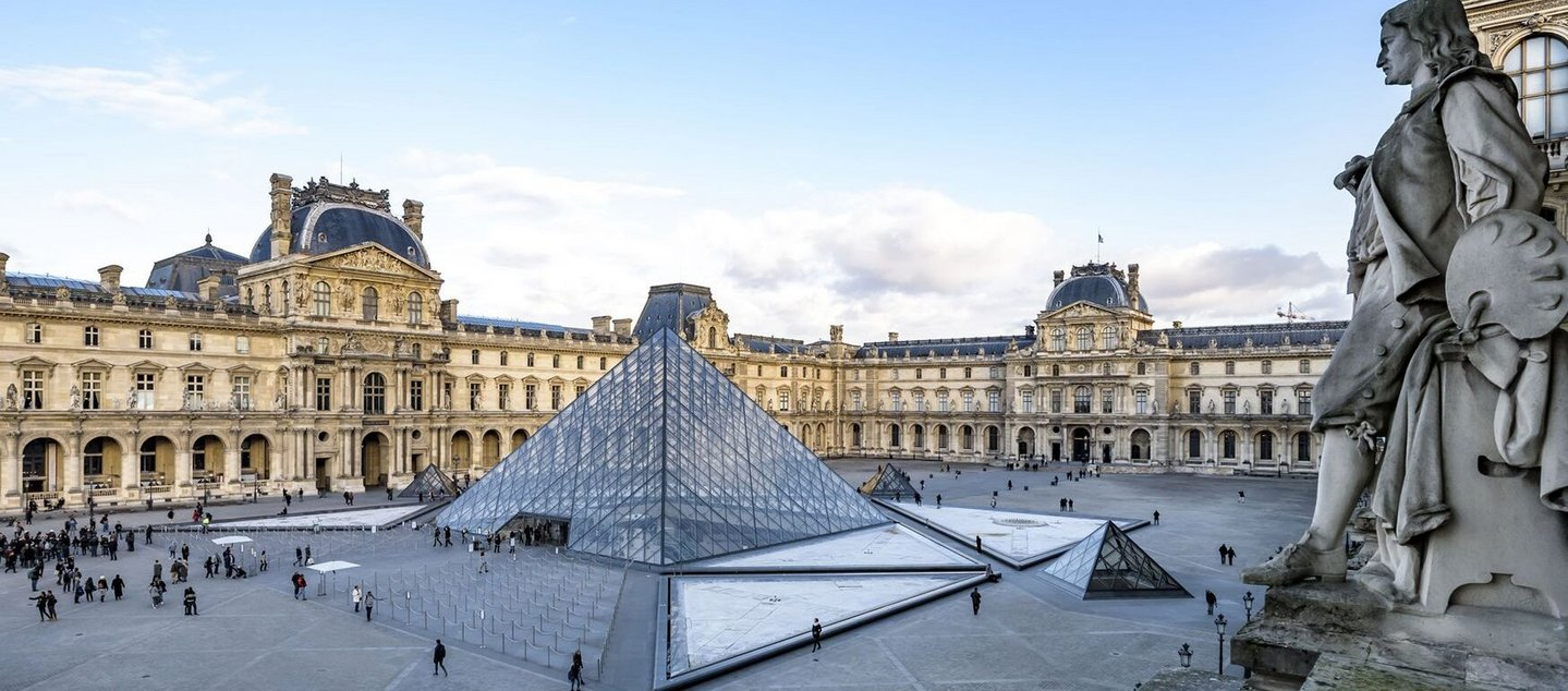 Small A6-Q3-18-MUSEUM-GUIDE-LE-LOUVRE 09.jpg