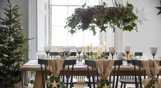 AW20 Christmas Dining Table with Hanging Wreath - Landscape.jpg