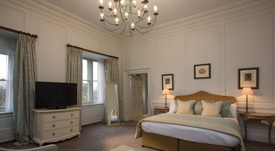 Hand-Picked-Hotels-Comp-Image-2.jpg